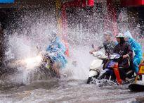 Nhiều nơi ở Hà Nội tiếp tục thành 'sông' sau cơn mưa lớn