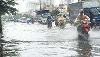 Nhiều tuyến đường Hà Nội ngập sâu sau cơn mưa chiều