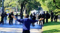 Venezuela dập tắt vụ nổi dậy, tấn công vào căn cứ quân sự