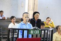 Phiên tòa xét xử gã chồng sát hại vợ: Ám ảnh giọt nước mắt của hai người mẹ