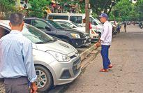 Hà Nội: Kẻ vài vạch xuống đường là thoải mái kiếm tiền