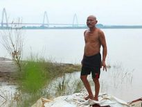 Kí ức đau lòng của người đàn ông 30 năm vớt xác chết trên sông Hồng