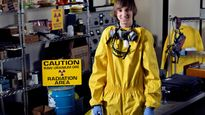 Thần đồng 10 tuổi biết chế tạo bom bây giờ ra sao?