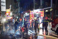 Cháy nhà trong phố Tây, du khách tháo chạy giữa đêm