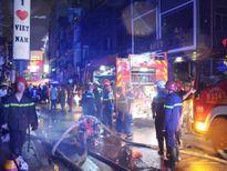 Cháy lớn tại phố Tây Bùi Viện, du khách tháo chạy
