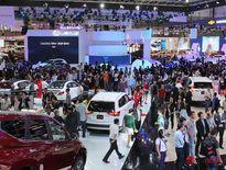 Thị trường ô tô tháng 8: khách hàng vẫn 'nín thở' chờ giảm giá