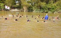 Hình ảnh Quảng Trị ngăn sông dạy bơi cho trẻ em vùng rốn lũ