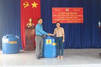 LĐLĐ tỉnh Kon Tum trao tặng 200 bồn nước cho lao động nghèo