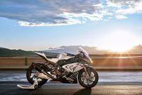 BMW HP4 Race carbon 2017 có giá 78.000 USD
