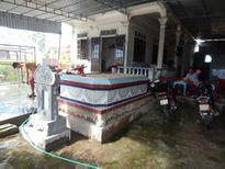 Thừa Thiên – Huế: Biển 'nuốt' nhà dân, hàng chục gia đình phải sống trong nghĩa địa