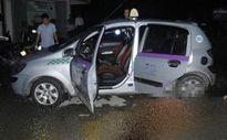Nghi án tài xế taxi bị xịt hơi cay, cướp ô tô