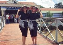 Phạm Hương và Hoa hậu Dominica diện áo bà ba, đội nón lá du ngoạn sông nước miền Tây