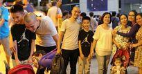 Sao Việt 24h: Mấy ai được như Kim Hiền, chồng cũ ra tận sân bay đón mẹ con cô sau 2 năm xa quê