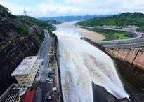 Ba nhà máy thủy điện lớn đồng loạt xả lũ