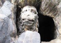 Ngạc nhiên với vẻ xấu lạ lùng, xấu khó hiểu của những con sư tử đá này