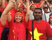 Yêu cô gái Việt, chàng trai Malaysia đến cổ vũ đội bóng của Hữu Thắng
