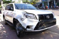 Ô tô ''điên'' tông liên tiếp 6 xe máy khiến nhiều người bị thương
