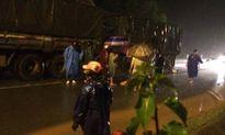 Đâm đuôi xe tải, xe máy biến dạng, 2 người đàn ông tử nạn