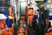 Cùng lúc cứu hai thuyền viên nguy kịch trên biển