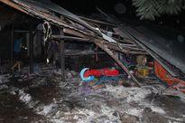 Kịp thời dập tắt đám cháy ki-ốt ngoài đình chợ Sơn