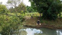 Đắk Lắk: Người dân mạo hiểm tính mạng đu dây qua suối