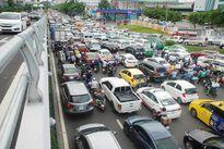 Hạn chế lưu thông ở nhiều trục đường ra, vào sân bay Tân Sơn Nhất