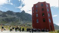 'Nhà hát đỏ' của Thụy Sĩ 'kiên cường' trước tuyết lở
