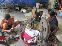 Tất bật làng nghề làm lưỡi câu đón mùa lũ lớn năm nay