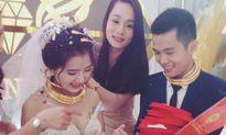 Cô dâu chú rể Nghệ An đeo vàng đầy cổ, được tặng biệt thự, ôtô