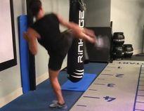 Ibrahimovic phô diễn kỹ năng… taekwondo, đánh tiếng với MU!