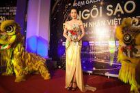 Á hậu Trịnh Kim Chi quyến rũ tại sự kiện Ngôi sao Doanh nhân Việt 2017