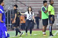 Nữ trưởng đoàn xinh đẹp Thái Lan ra tay chờ quyết đấu U22 Việt Nam