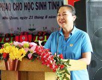 Quỹ Bảo trợ trẻ em CĐ Việt Nam: Trao 40 suất học bổng, 500 cặp phao cứu sinh cho học sinh Ninh Bình