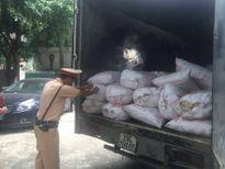 Bắt xe tải 4,5 tấn mỡ bốc mùi đang trên đường đi tiêu thụ