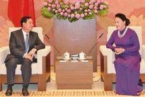 Chủ tịch QH Nguyễn Thị Kim Ngân tiếp Đoàn đại biểu Ủy ban Hòa bình và Đoàn kết Lào