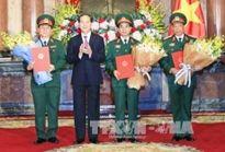Chủ tịch nước Trần Đại Quang trao Quyết định thăng quân hàm cho các sĩ quan cao cấp của quân đội