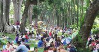 'Biển người' đông như nêm trong các khu vui chơi ở Sài Gòn