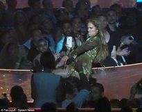 Jennifer Lopez gây sốc với show diễn đầy tính khiêu khích