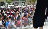 Hơn 4.000 người xếp hàng mua 'đồ hiệu giá mềm' mới vào Việt Nam