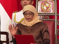 Nữ Tổng thống đầu tiên của Singapore tuyên thệ nhậm chức