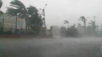 Tâm bão số 10 đã tiếp giáp đất liền Hà Tĩnh - Quảng Trị