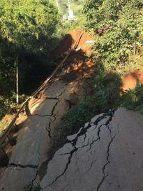 Yên Bái: Huyện Trạm Tấu bị chia cắt hoàn toàn do sạt lở đường