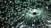 Giang hồ đất Mỏ bắn thủng kính xe khách