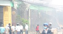 Mùi thuốc trừ sâu nồng nặc sau đám cháy, nhiều học sinh phải nghỉ học