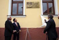 Thị trấn Horne Saliby đặt biển đồng lưu niệm Chủ tịch Hồ Chí Minh đến thăm