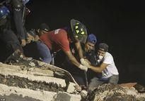 Động đất Mexico: Gần 250 người thiệt mạng, cứu hộ thâu đêm tìm người mắc kẹt