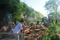 Tường thành Nhà Hồ bị sạt lở nặng sau bão số 10