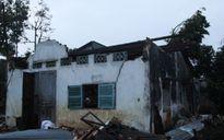 Lốc xoáy làm 4 người bị thương, 27 căn nhà bị tốc mái