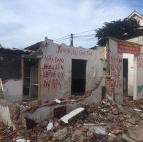 Giải tỏa khu tập thể: Nhà bị đập phá, dân bảo tại phường, phường đổ do dân
