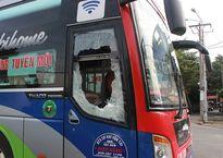 Bắt 2 nghi can trong băng chặn ôtô khách đập phá
